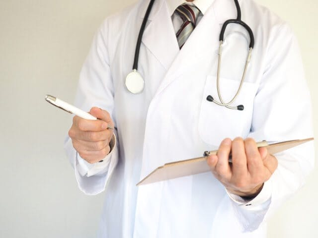 病院薬剤師からCRAへ転職する場合のメリット・デメリット